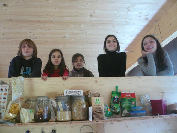 Les enfants de Bureau d\'Etude sur la mezzanine